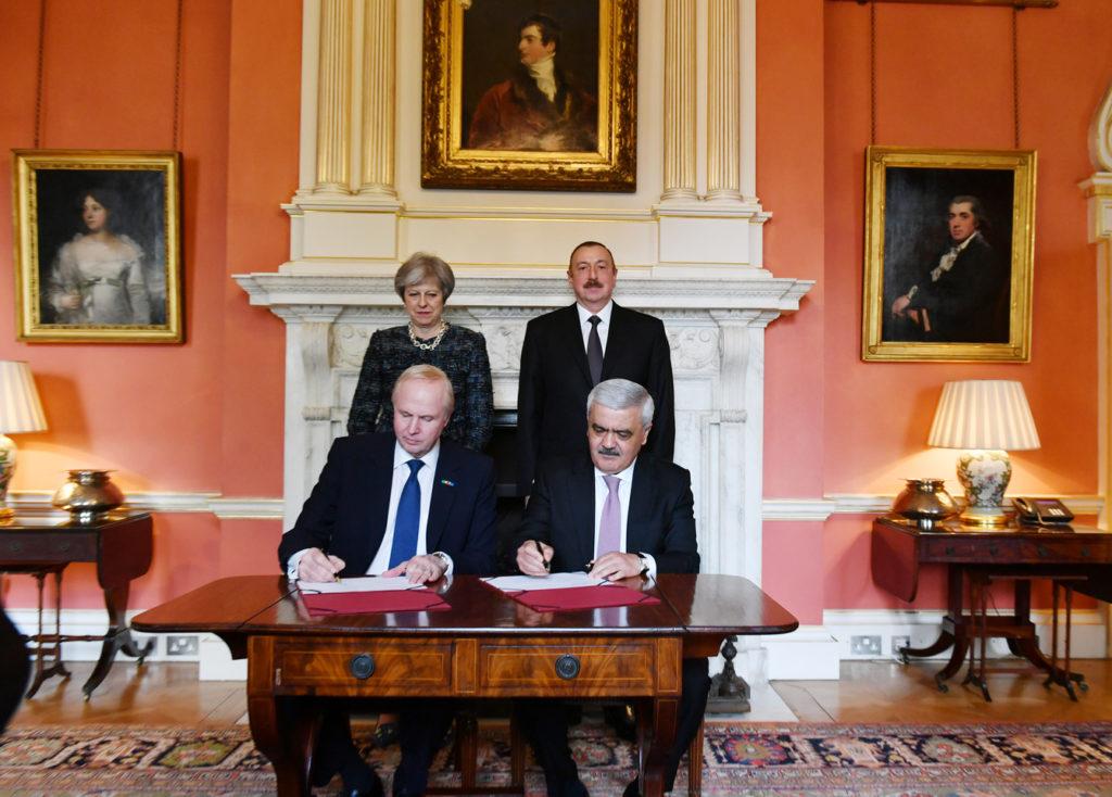 В Лондоне в присутствии И.Алиева и Т.Мэй подписан новый углеводородный контракт