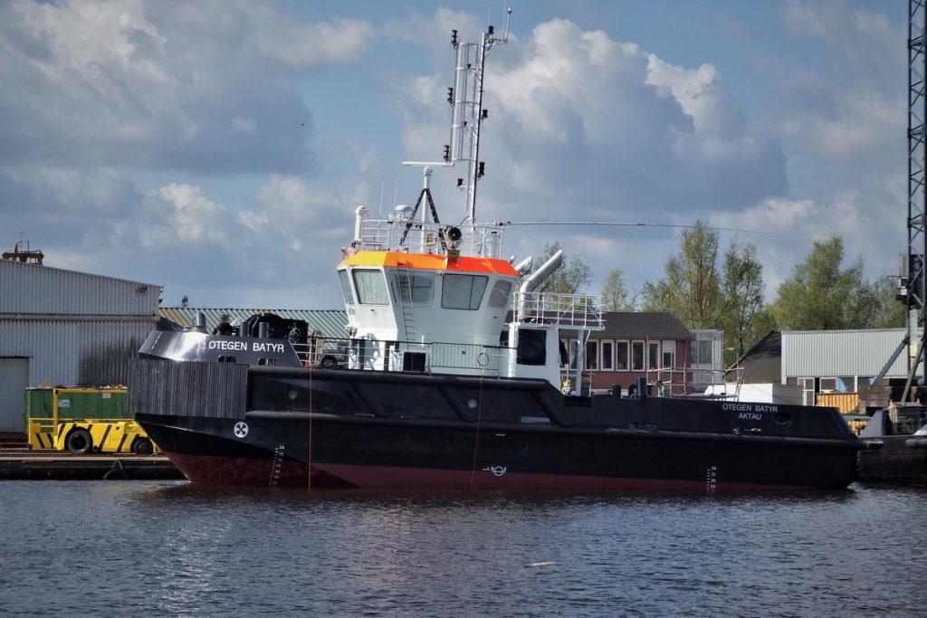 На Каспий прибыл очередной буксир из Голландии