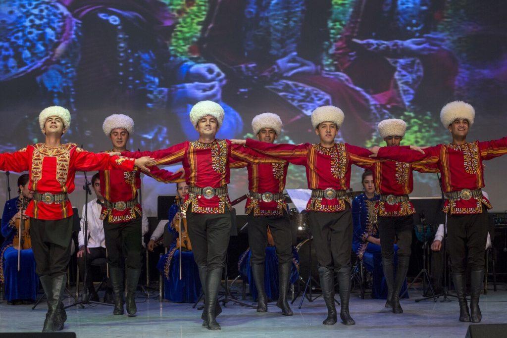 Москва и Петербург знакомились скультурой Туркменистана