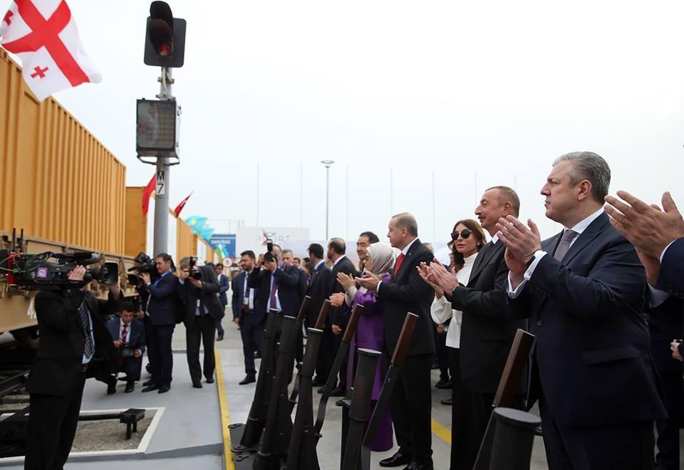 Перевозки каспийской нефти через Южный Кавказ в кризисе, контейнерные растут