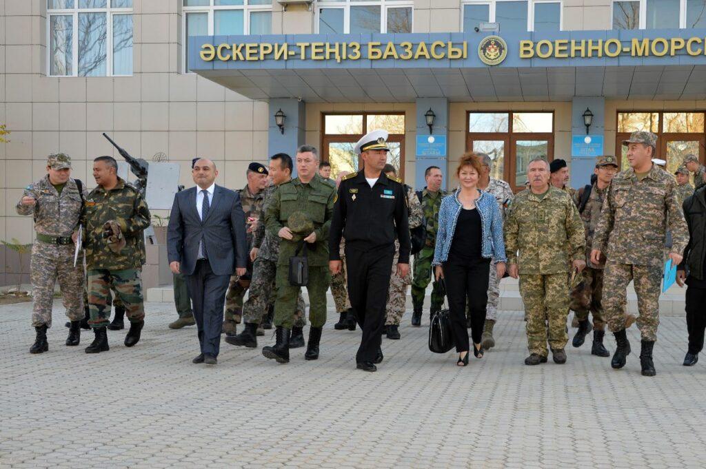 Иностранные военные дипломаты посетили казахстанскую военно-морскую базу