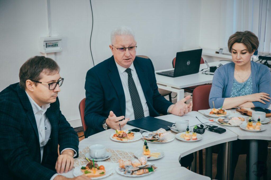 Ректор АГУ рассказал журналистам о планах превращения университета в ведущий научный кластер Каспия