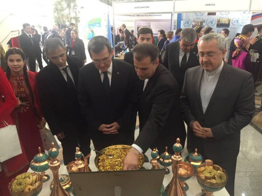 В Туркменистане проведена выставка ирановедения