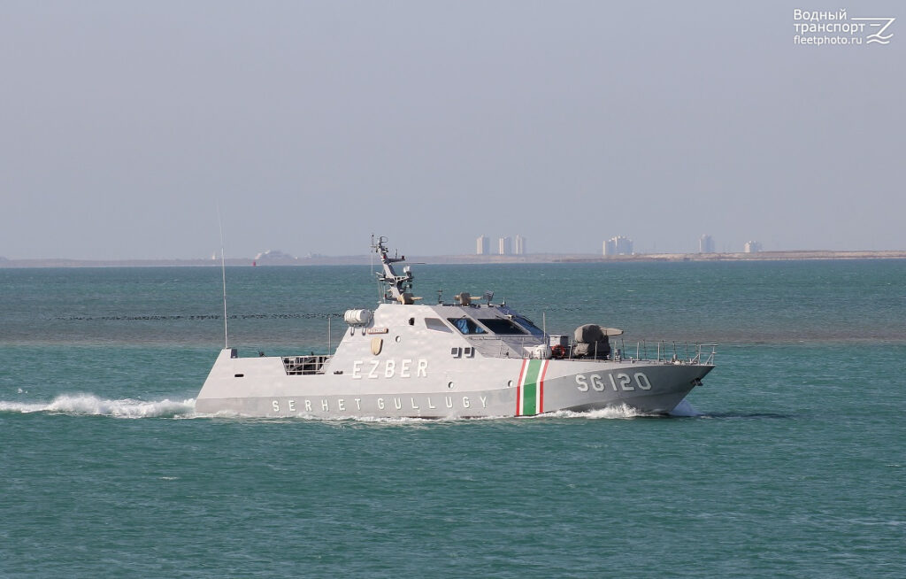 Президент Туркменистана проинспектировал военно-морскую базу на Каспии