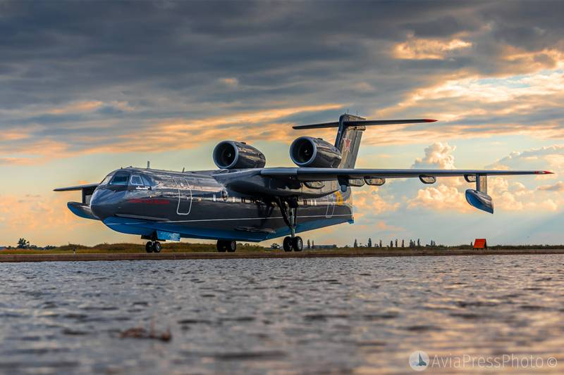 Самолеты-амфибия Бе-200 поступят в подразделения ВМФ России на Каспии