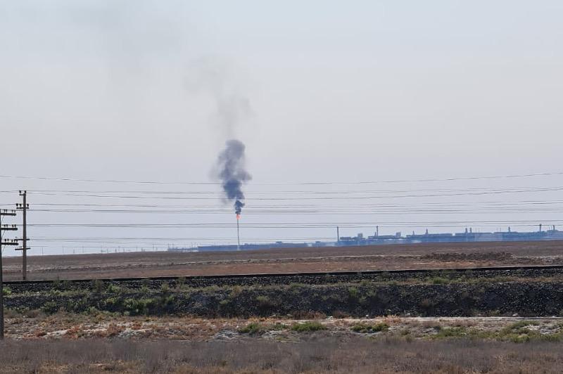 Выброс загрязняющих веществ на нефтяном предприятии в Казахстане