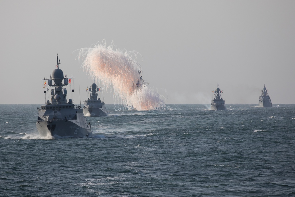 Каспийская флотилия РФ выдвинулась на морские полигоны