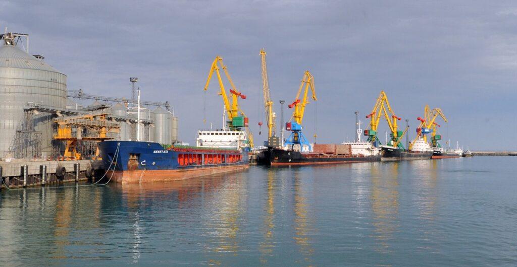 Мощности портов Актау и Курык оказались загружены лишь на 22 процентов