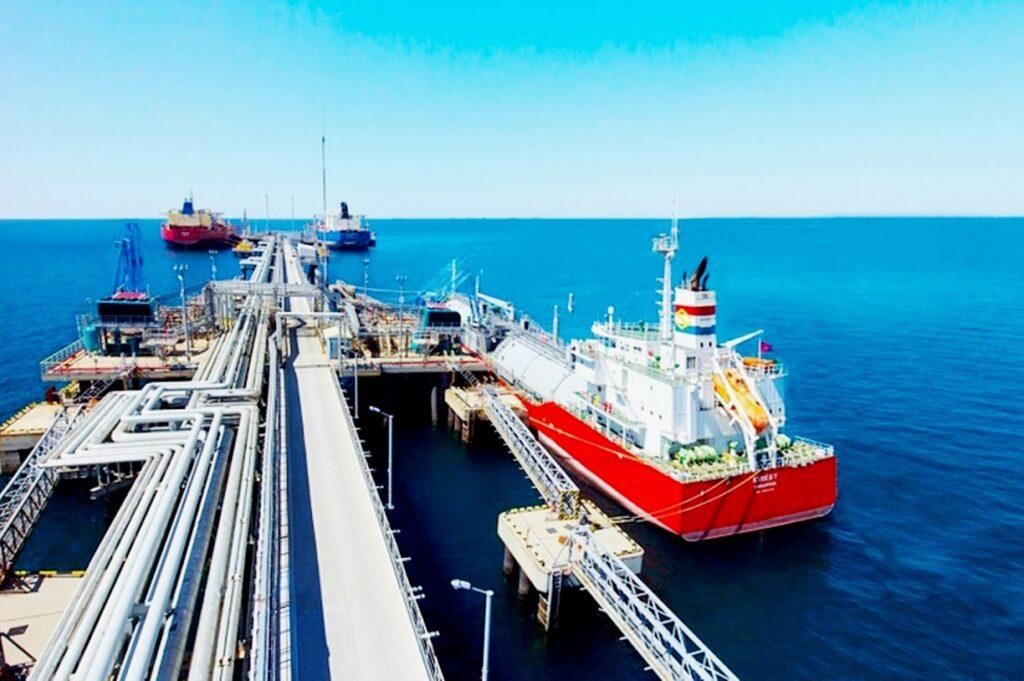 Гранулированная сера  месторождения Кашаган Казахстана экспортируется через порт Тамань