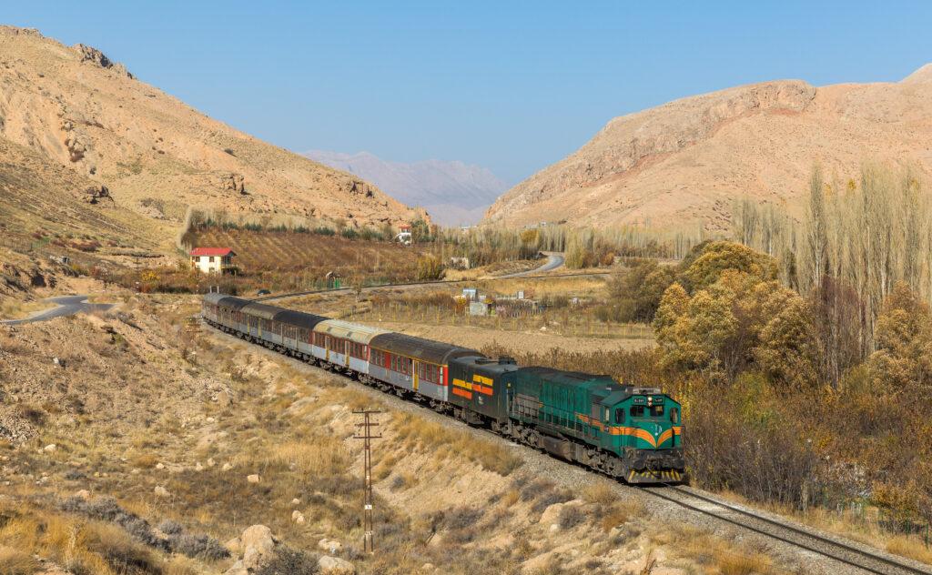 Иранская сторона продолжает работу по соединению железнодорожной сети с Каспием