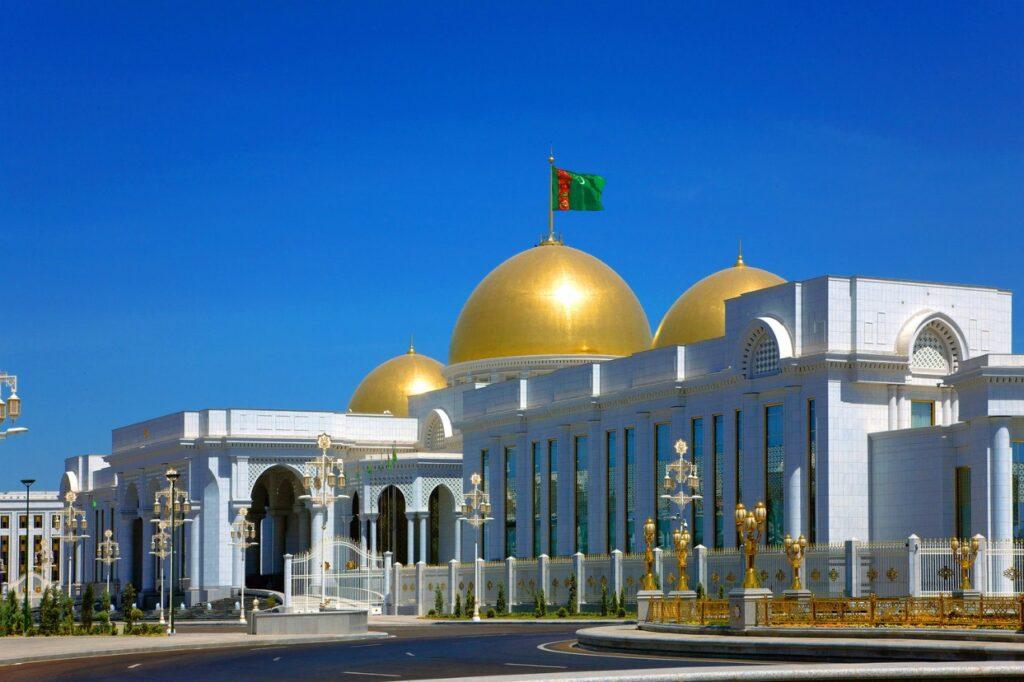 Президент Туркменистана недоволен работой морского транспорта республики