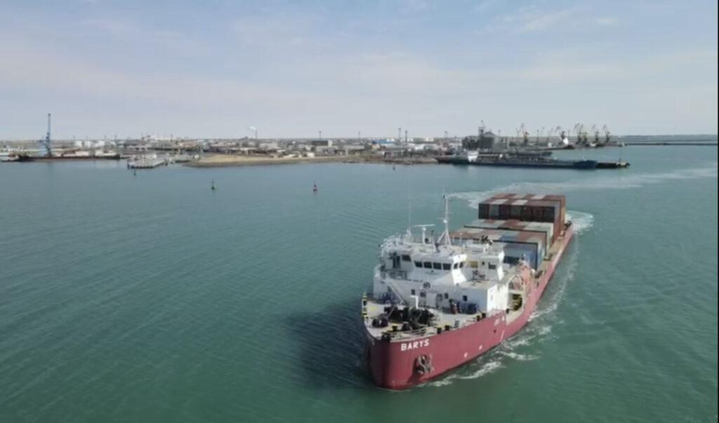 На Транскаспийском международном транспортном маршруте запущено новое судно-контейнеровоз