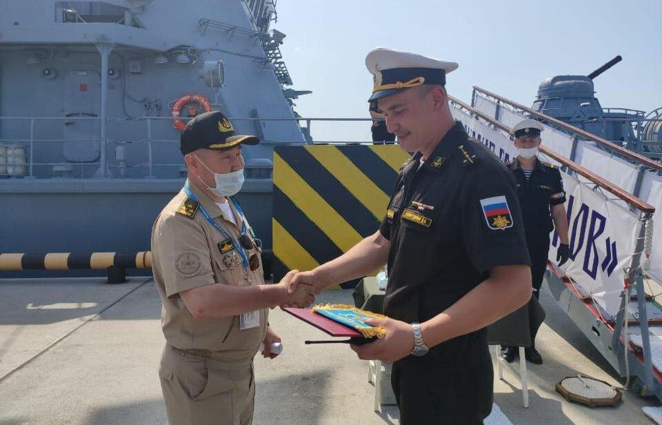 Казахстанские военные моряки посетили выставку вооружения «МВМС-2021» в Санкт-Петербурге