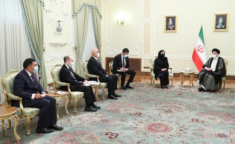 Председатель Парламента Азербайджана провела переговоры с руководством Ирана