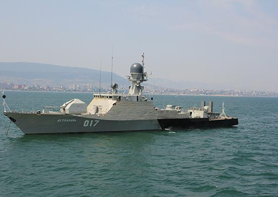 Отряд кораблей Каспийской флотилии совершил дружественный визит в порт Баку
