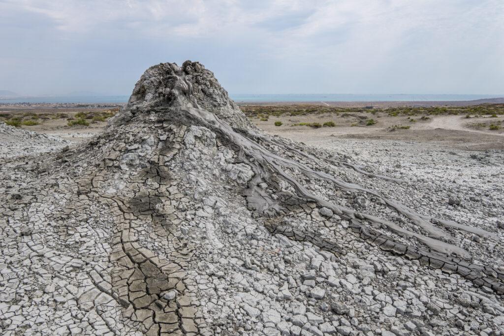 Азербайджанский учёный рассказал о грязевых вулканах Каспийского моря