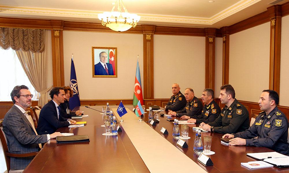 Министр обороны Азербайджана встретился с представителем НАТО по Кавказу и Центральной Азии